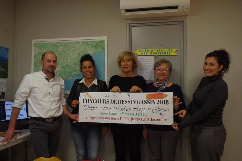 Madame le Maire et la présidente de l'OMACL ont rejoint le directeur de l'OT et ses agents afin d'annoncer le concours de dessin.