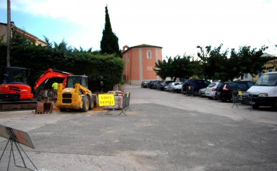 A partir de lundi et jusqu'au 30 novembre, la place du Général-de-Gaulle sera interdite au stationnement.
