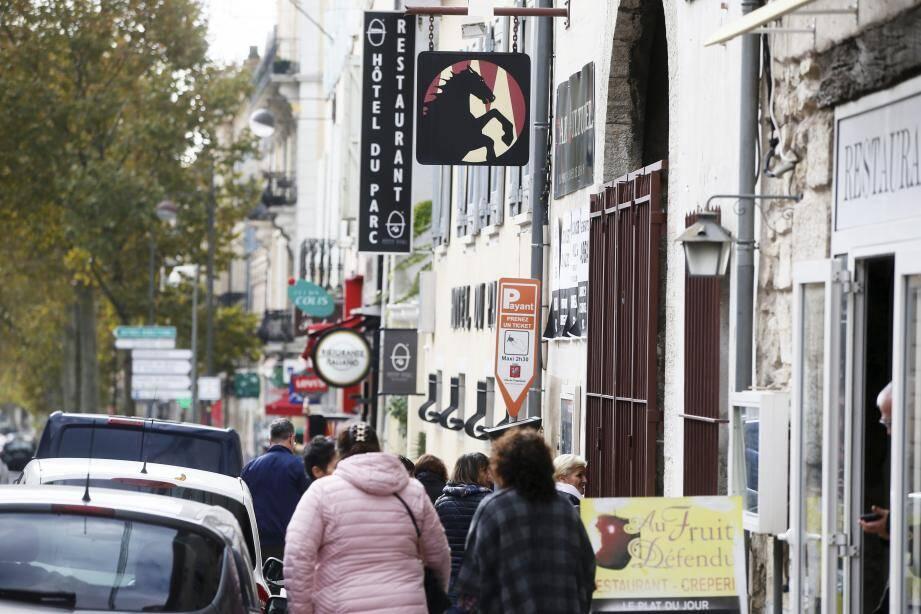 L'agression a eu lieu dans la nuit de jeudi à vendredi devant le Bucéphale, à Draguignan.(P. PA.)