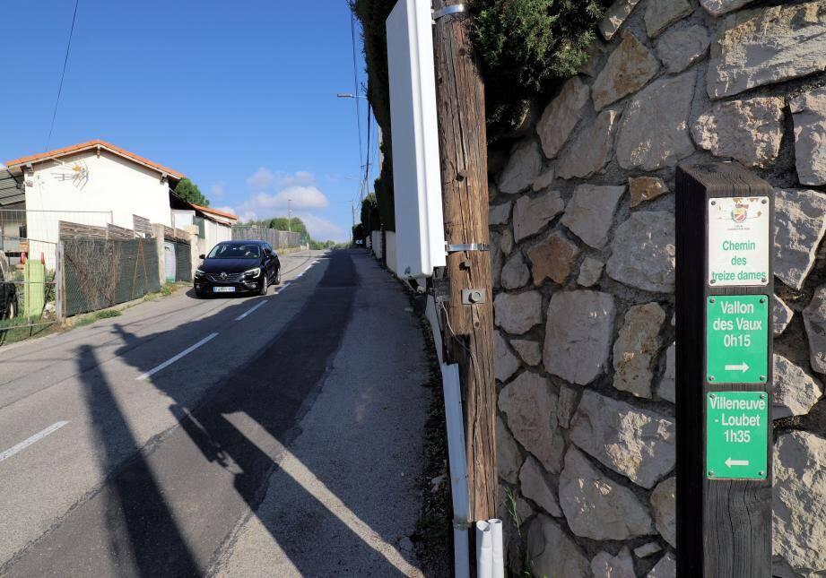 Lignes droites, vitesse, chaussées en mauvais état, absence de trottoir ou de passage protégé... la liste des doléances des habitants des quartiers des Hautes Collettes et Trois Todos est longue. (Ph. Jean-Sébastien Gino-Antomarchi)