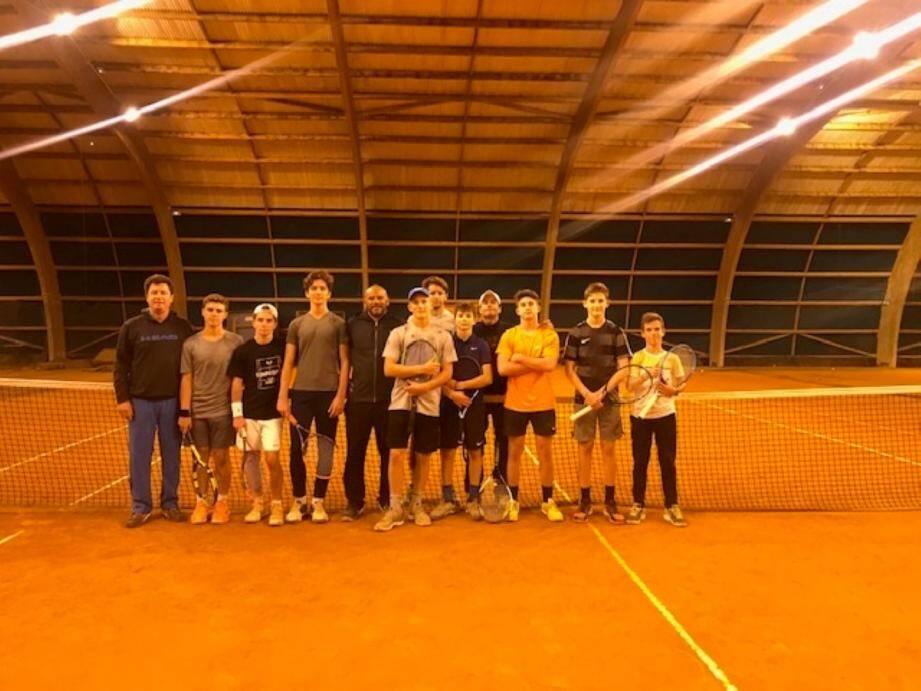 Une partie des équipes jeunes compétition du TC Grasse.DR