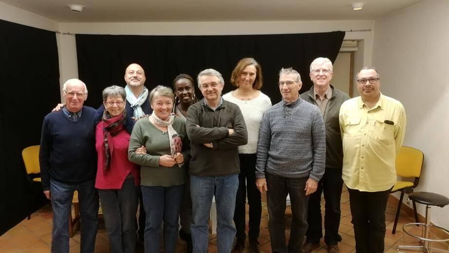 Le groupe d'acteurs en répétition avant le spectacle de jeudi à la salle polyvalente.