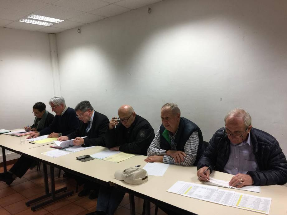 Le bureau du CIL quartier Quiez a orchestré la réunion annuelle en présence du maire (3e en partant de la gauche).