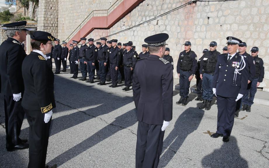 La cérémonie s'est déroulée en présence de nombreux policiers, militaires, de représentants des services de l'État ou d'élus, dont Jean-Claude Guibal, le maire de Menton et Alexandra Valetta Ardisson, députée de la quatrième circonscription des Alpes-Maritimes.