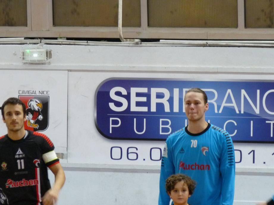 Le gardien, arrivé du PSG cet été, apprend aux côtés de joueurs expérimentés comme Raphaël Tourraton.