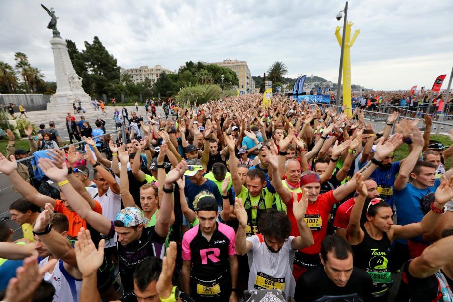 Le départ du 11e marathon Nice-Cannes a été donné.