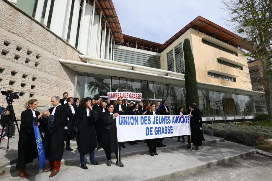 Une centaine d'avocats du barreau de Grasse ont manifesté contre le projet de loi de programmation pour la Justice en mars.