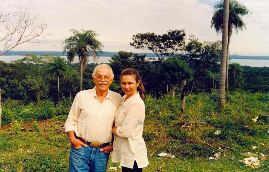Jacques Médecin et sa dernière épouse, Bechi, en Uruguay.