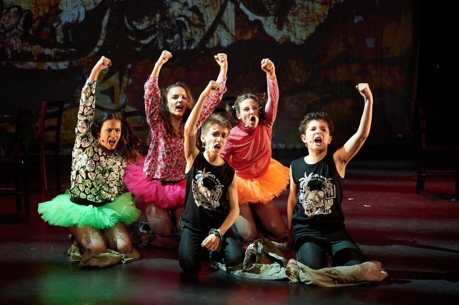 Les élèves sont formés pour travailler dans des comédies musicales.