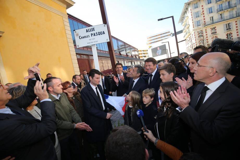 Nicolas Sarkozy a inauguré, ce vendredi matin à Nice, une rue dédiée à Charles Pasqua aux côtés de Christian Estrosi.