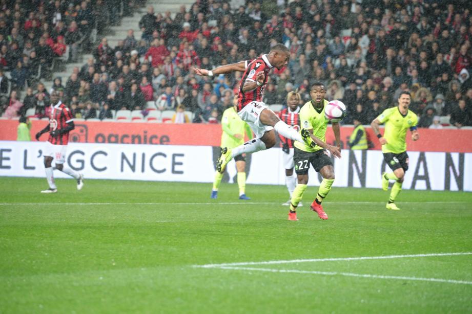 L'OGC Nice mène à la pause face à Lille.
