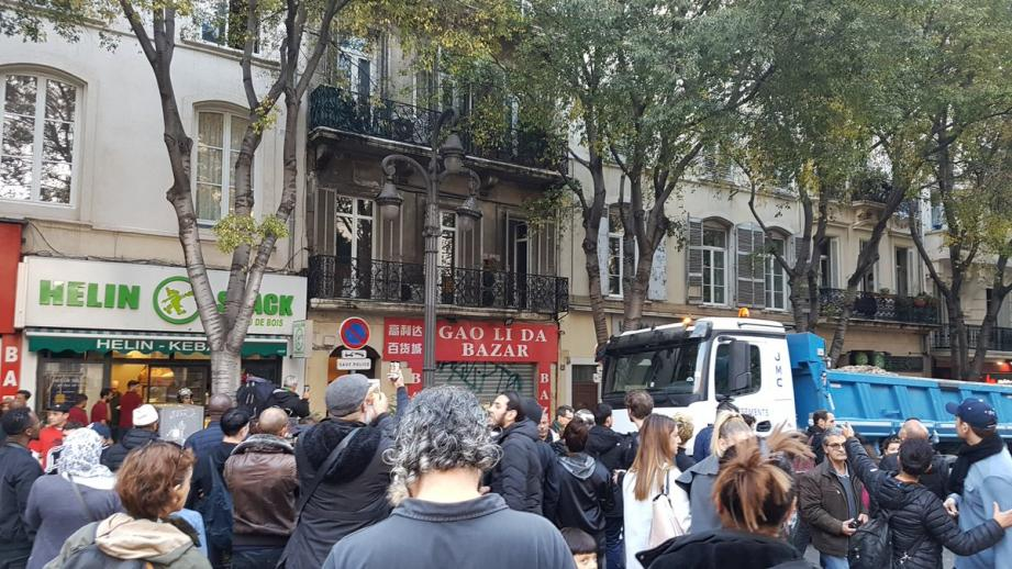 Boulevard Garibaldi, un balcon s'effondre.
