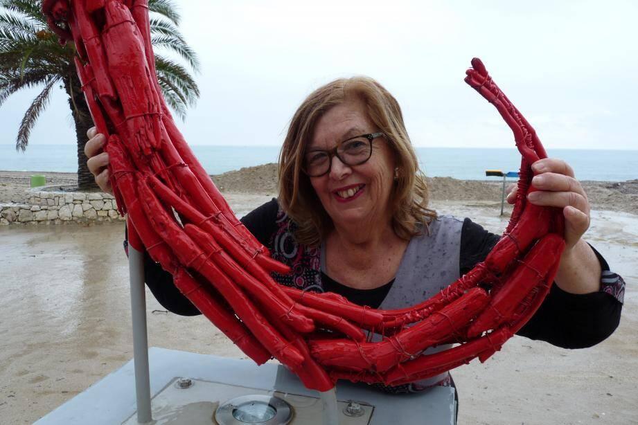Rose-Marie Mason, grand-mère depuis 5 ans, et Villeneuvoise depuis 33 ans. Née à Alger, d'un père britannique et d'une mère espagnole.