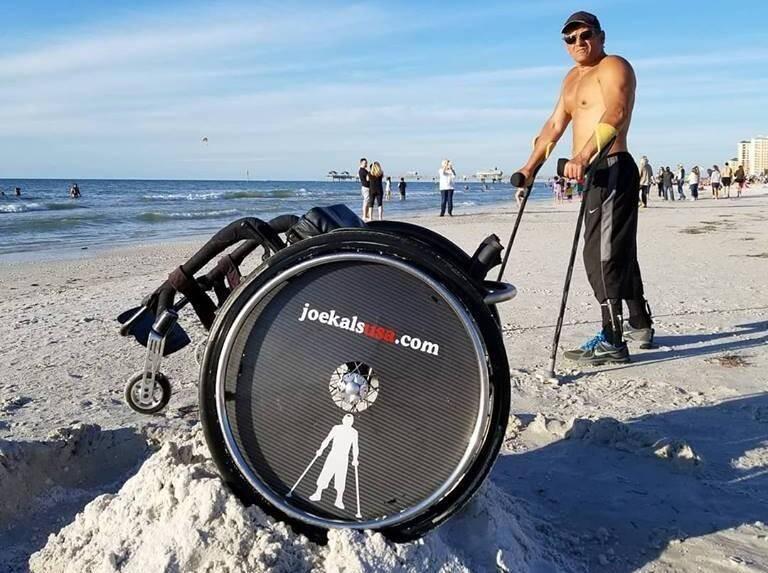 En 2017, le Mentonnais Joe Kals s'était installé en Floride afin de réaliser des exploits sportifs et de sensibiliser la population aux conséquences de la paraplégie.