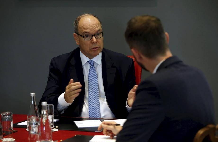 Interview du prince Albert II de Monaco dans son bureau d'apparat avant la fête du prince célébrée le 19 novembre: l'AS Monaco évoqués.