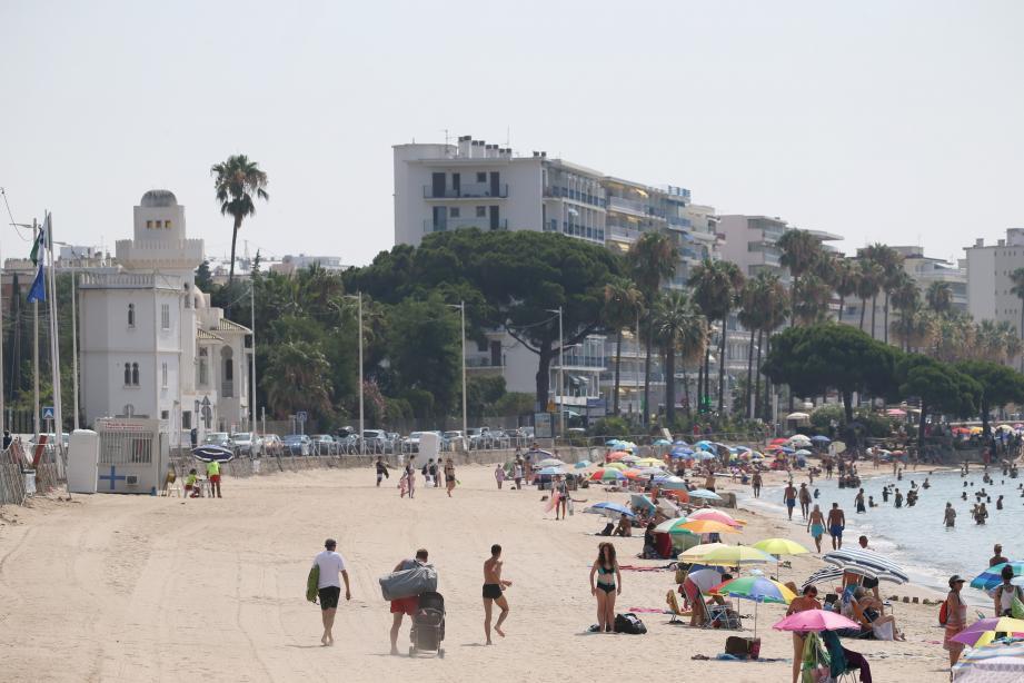Eté 2018: après la démolition des plages du Lutetia, l'espace avait été rendu public. Eté 2019: six établissements démontables seront installés. Un lot sera en régie municipale.