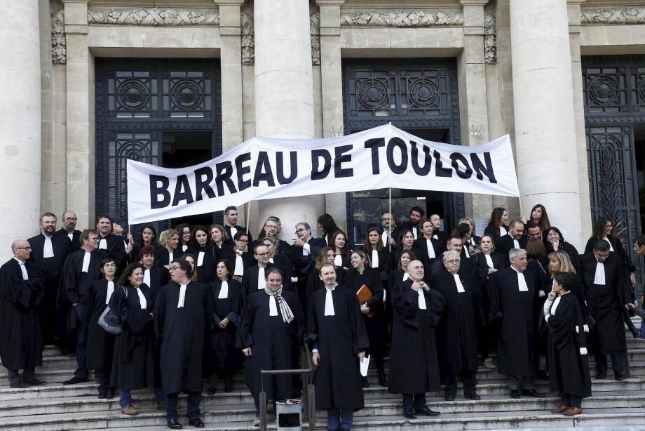 Des avocats toulonnais s'étaient déjà rassemblés jeudi dernier pour faire pression sur le législateur.