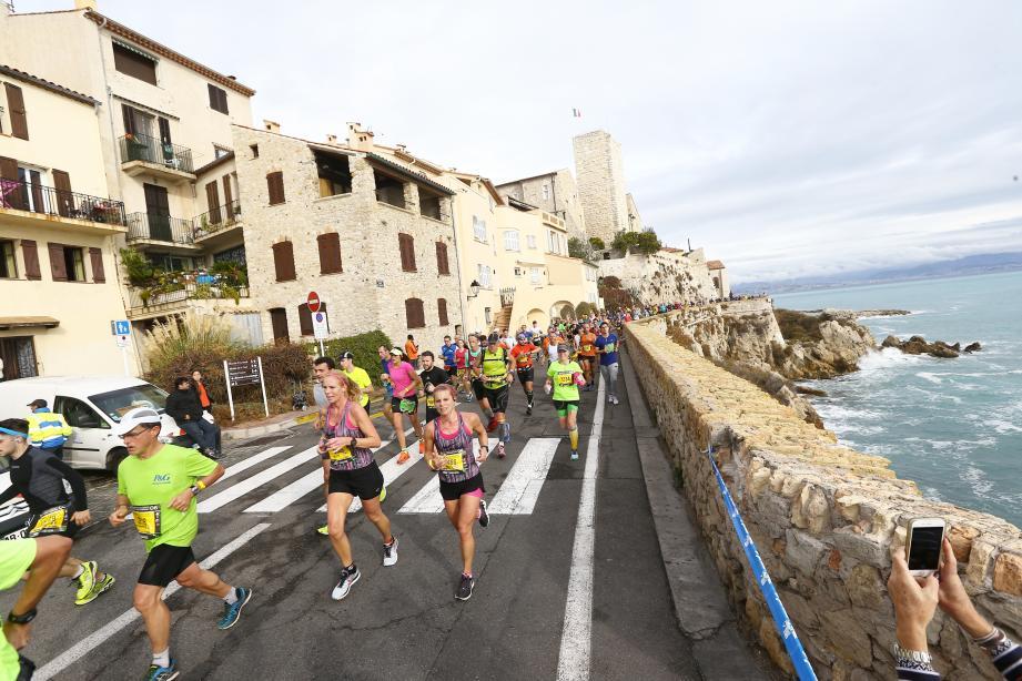 Paysages de rêve pour le marathon Nice-Cannes.