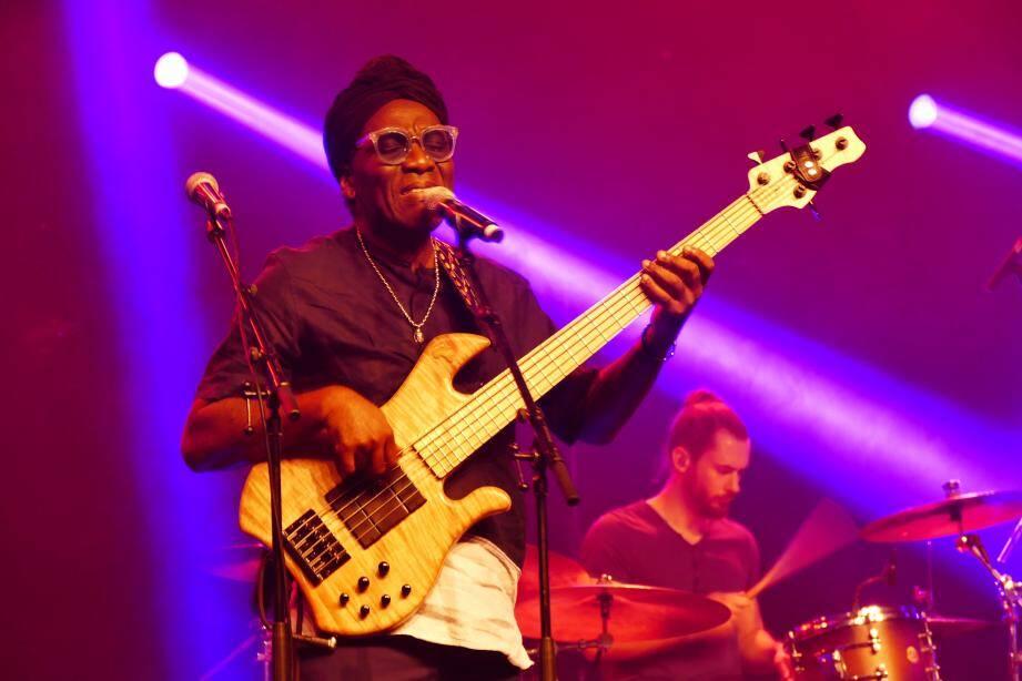 Le chanteur bassiste camerounais Richard Bona à Vallauris mercredi soir.