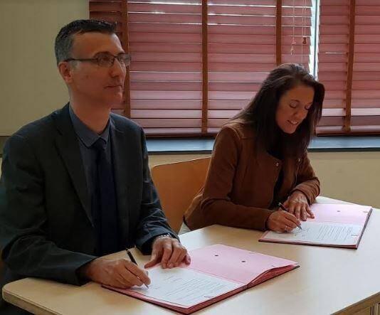 Stéphanie Godier, directrice générale de l'association Recherche et Avenir, et Éric Boutin, président de l'université de Toulon, ont signé une convention qui rapproche les universités et labos de recherche des entreprises.