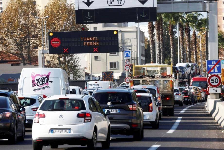 Fermé à la circulation à 7h40 ce vendredi matin, le tunnel a rouvert complètement à 13h30.