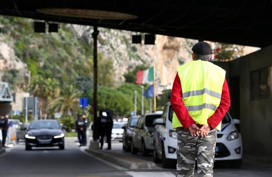 Des gilets jaunes au poste frontière Saint Ludovic à Menton.