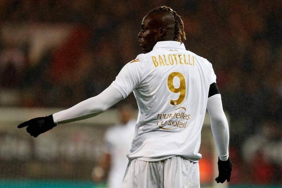 Mario Balotelli et Patrick Vieira ont eu un vive échange lors du match entre Guingamp et l'OGC Nice.