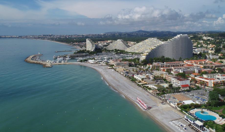 Qu'il suscite l'admiration ou la critique, Marina Baie des Anges est un ensemble architectural unique.