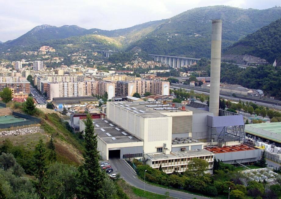 Les scientifiques ont essayé d'identifier un éventuel excès de cas de cancers dans la population exposée aux rejets de l'incinérateur par rapport au reste de la population des Alpes-Maritimes.