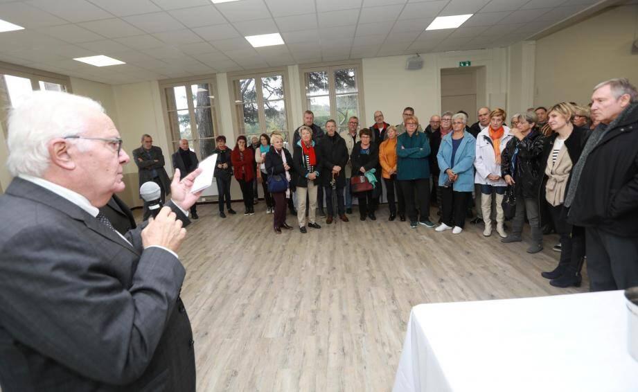 Le maire Jean-Pierre Giran a évoqué le rôle social de la maison des associations de Giens, avant d'appeler le Président de la République à un débat national, en pleine crise des Gilets jaunes.