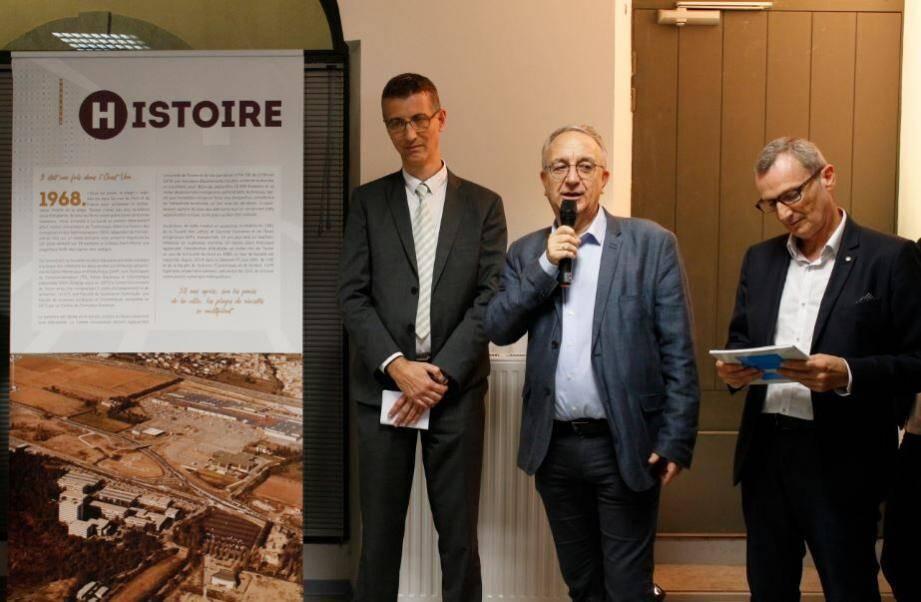 De gauche à droite : Eric Boutin, président de l'université de Toulon, Patrick Valverde, directeur de TVT et Olivier Réal, l'auteur.(DR)