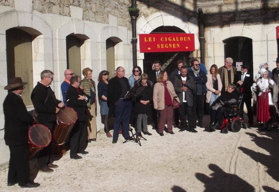 Sous le soleil, les organisateurs et les élus ont ouvert les 33es Calendales.