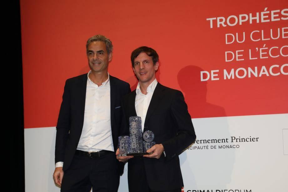 YouDome Monaco récompensé par Martin Peronnet (Monaco Telecom).