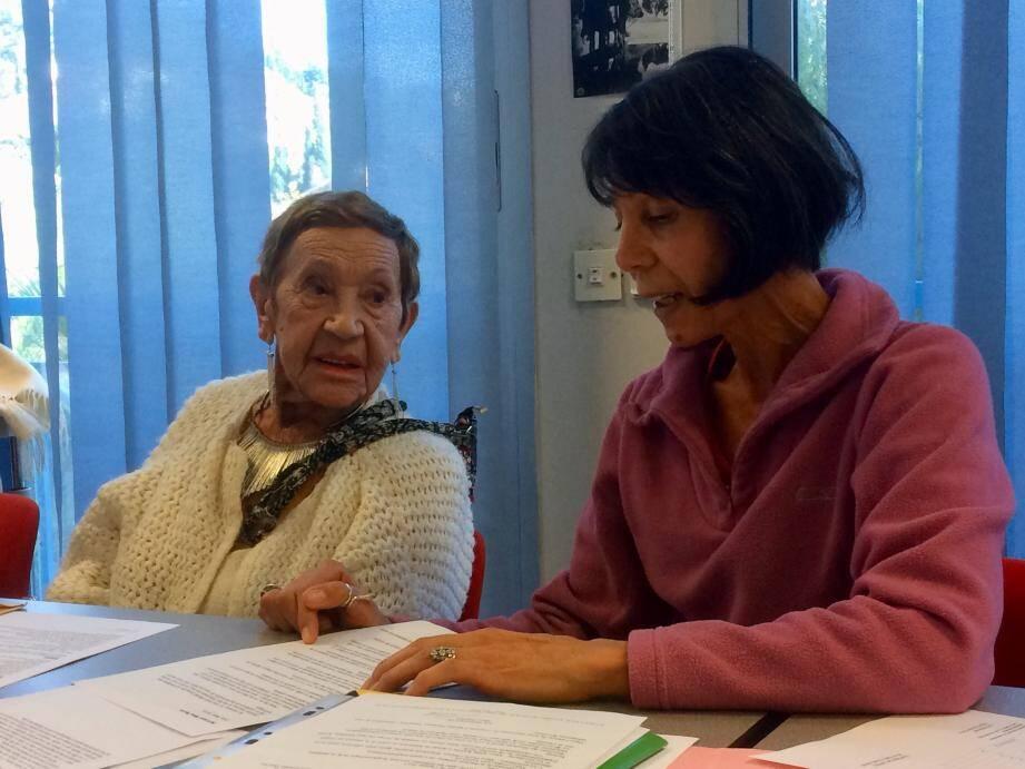 Khety Rahal (à dr.) succède à Ginette Perrin (à g.) qui a été applaudie pour ses trente ans d'actions au service des malades et des personnes âgées.