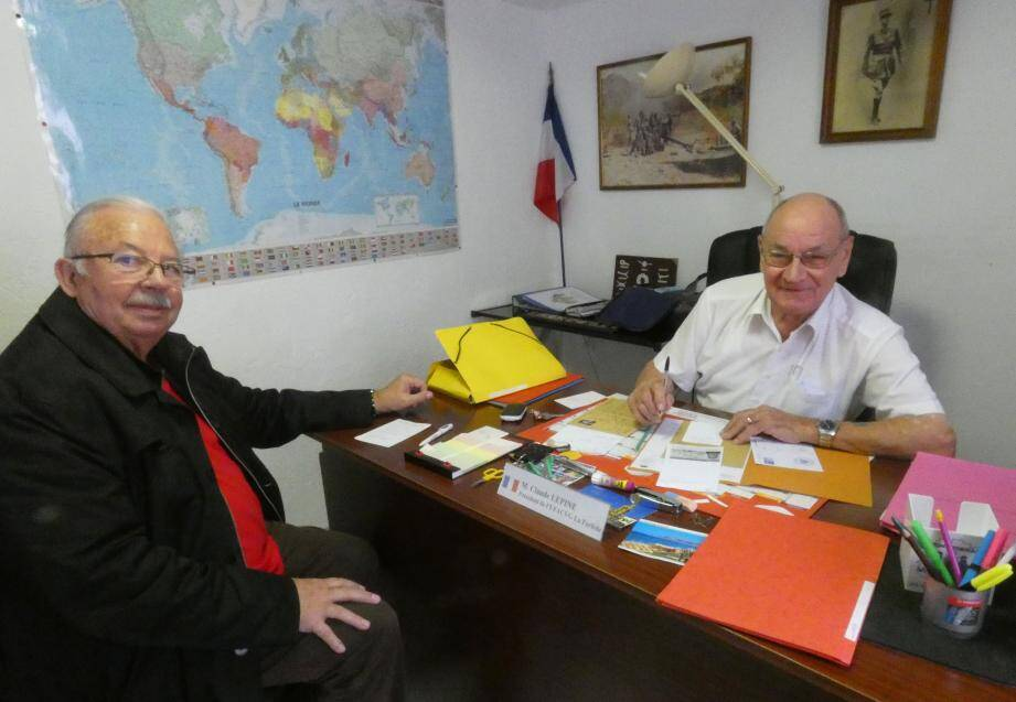 Jean-Pierre Thirache vient déposer son dossier auprès du président de l'UFACVG.