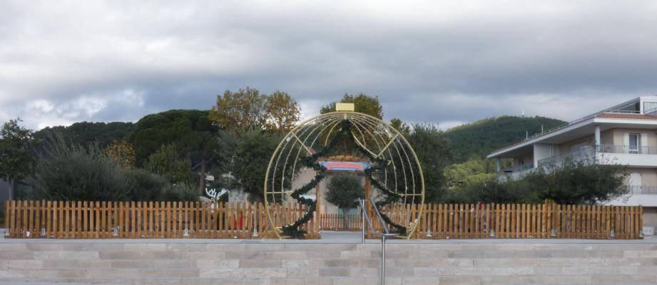 Place du Moulin-de-La-Capelle, le public découvrira une forêt dans laquelle les sapins seront décorés par les plus petits.