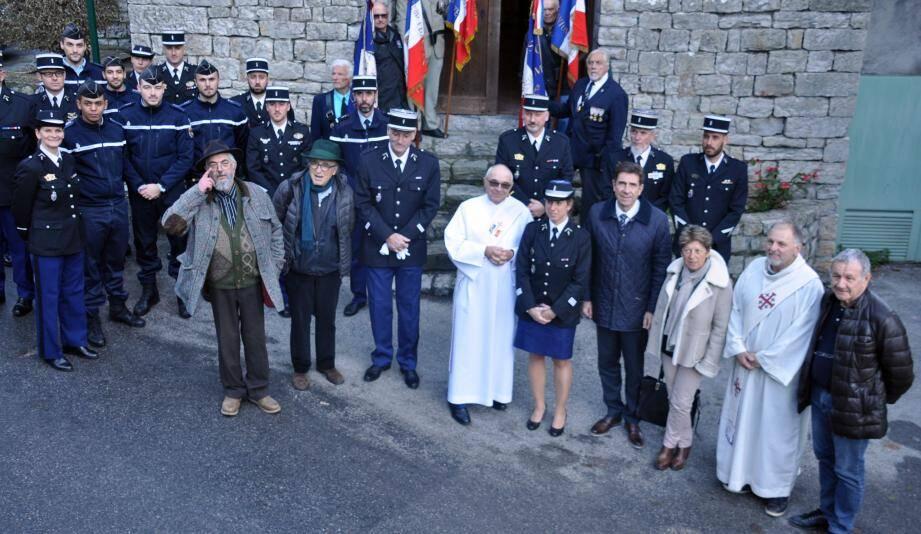 Des retraités de la gendarmerie et des habitants du village ont assisté à la cérémonie.