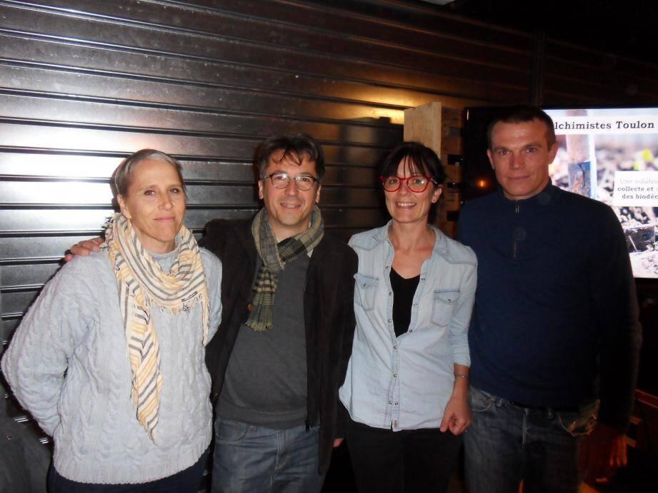 Les Alchimistes de Toulon : Marie-Christine Sarr et Nicolas Prieur, secrétaires, Marie-Sophie Davoine, trésorière, Cédric Davoine, président.