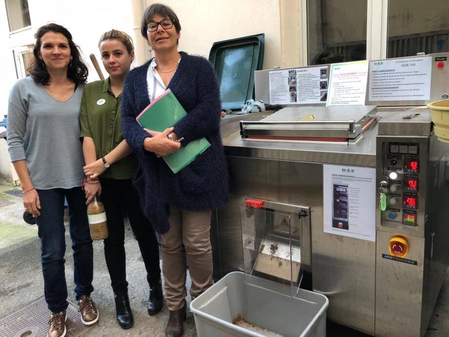 Julie, Natacha et Michèle Guyetand, directrice administrative et financière de Stanislas