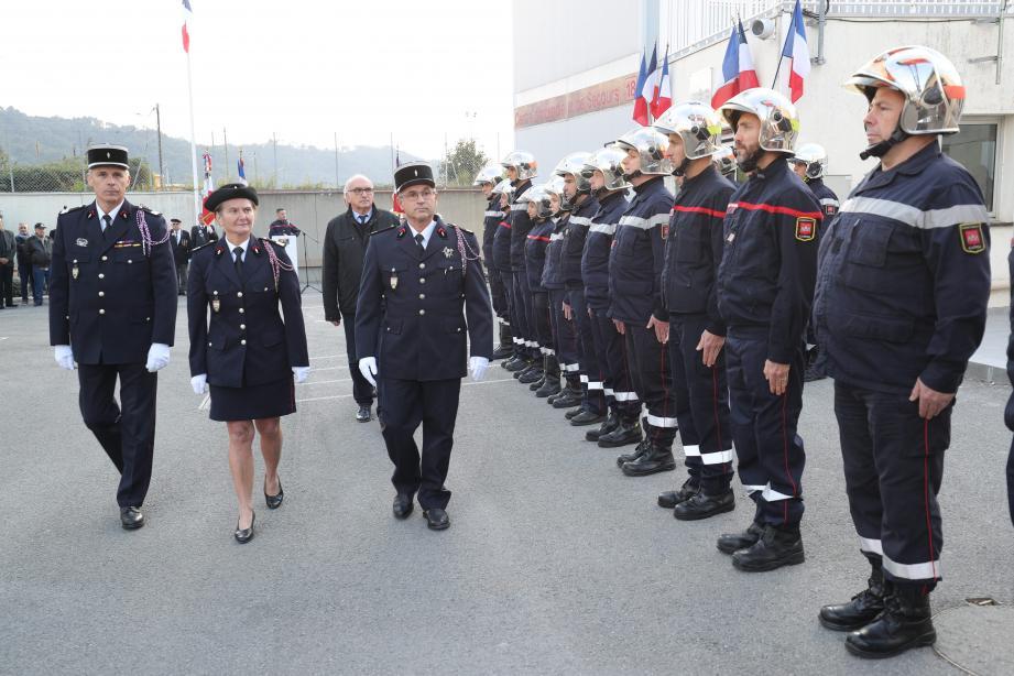 Les autorités ont passé en revue les troupes lors de la traditionnelle fête de la sainte patronne des pompiers. (DR)