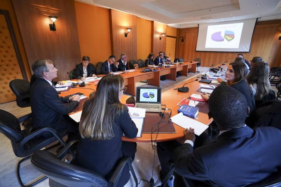 Le département des Affaires sociales engage une discussion sur l'intérim.