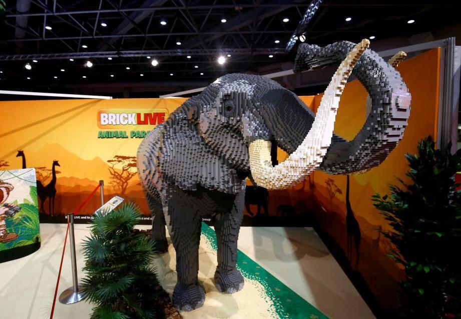 L'éléphant en Lego, à l'entrée de l'exposition, pèse une tonne et a été réalisé avec 250 000 briquettes.
