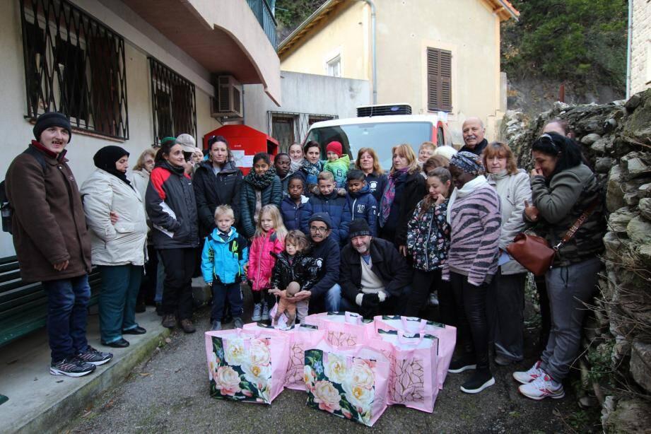 Une action solidaire des pompiers de l'Aide humanitaire pour les plus démunis.(DR)
