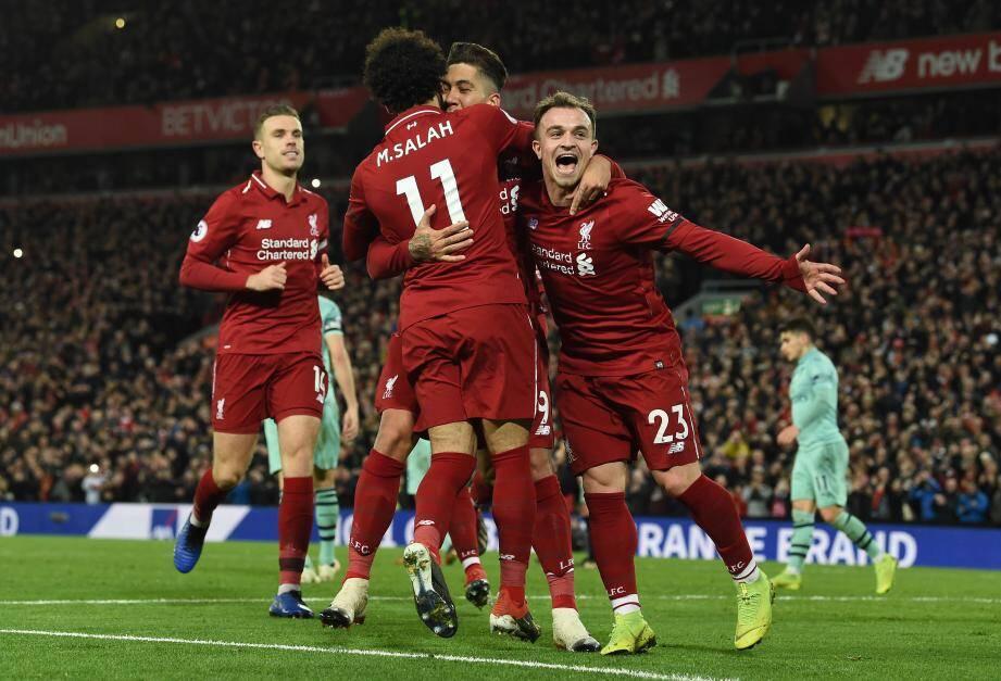 Salah et Shaqiri félicitent Firmino, auteur d'un triplé face aux Gunners.