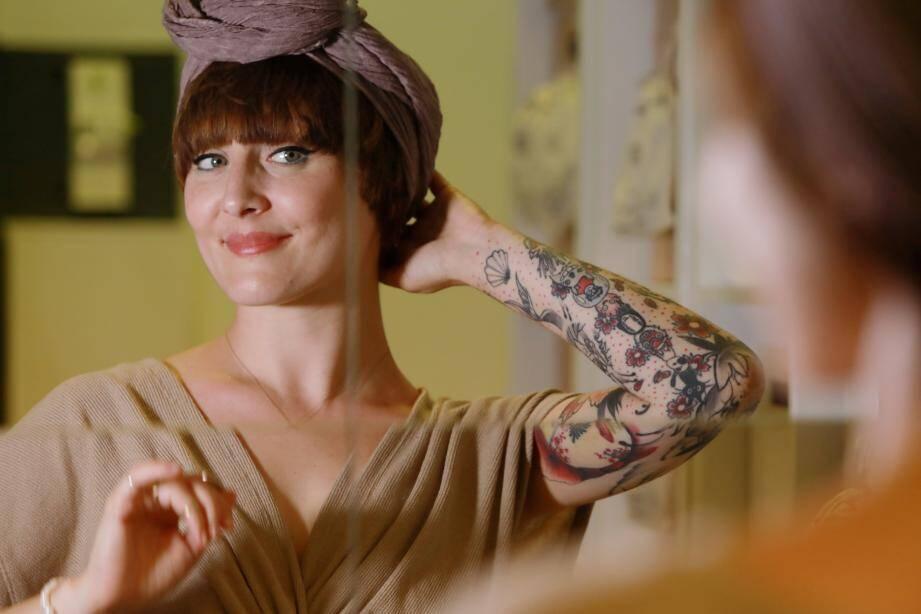 Avec ses turbans, Julie Meunier a trouvé une alternative confortable à la perruque pour les femmes malades du cancer.