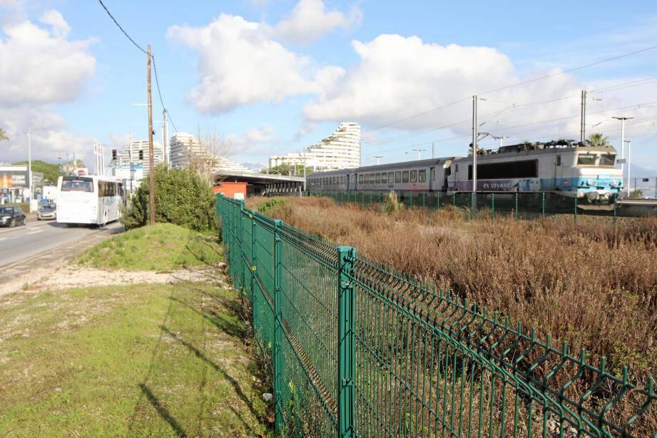 Le terrain de 2500 m2 a été acheté par la CASA pour 500 000 euros.