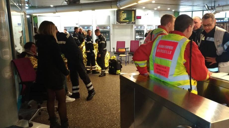 L'accident a eu lieu vers 08H30 vendredi matin a précisé à l'AFP le procureur de Marseille, Xavier Tarabeux qui a ouvert une enquête pénale pour en déterminer les causes.