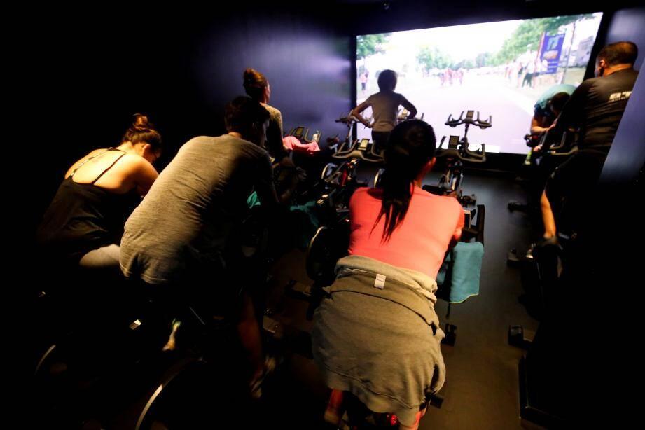 Ces cours de spinning, du vélo en musique, remportent toujours un grand succès.
