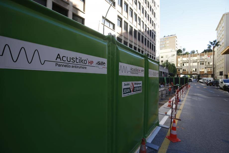 Parmi les mesures, l'utilisation de murs anti-bruits pour calfeutrer les chantiers sera obligatoire au 2janvier.
