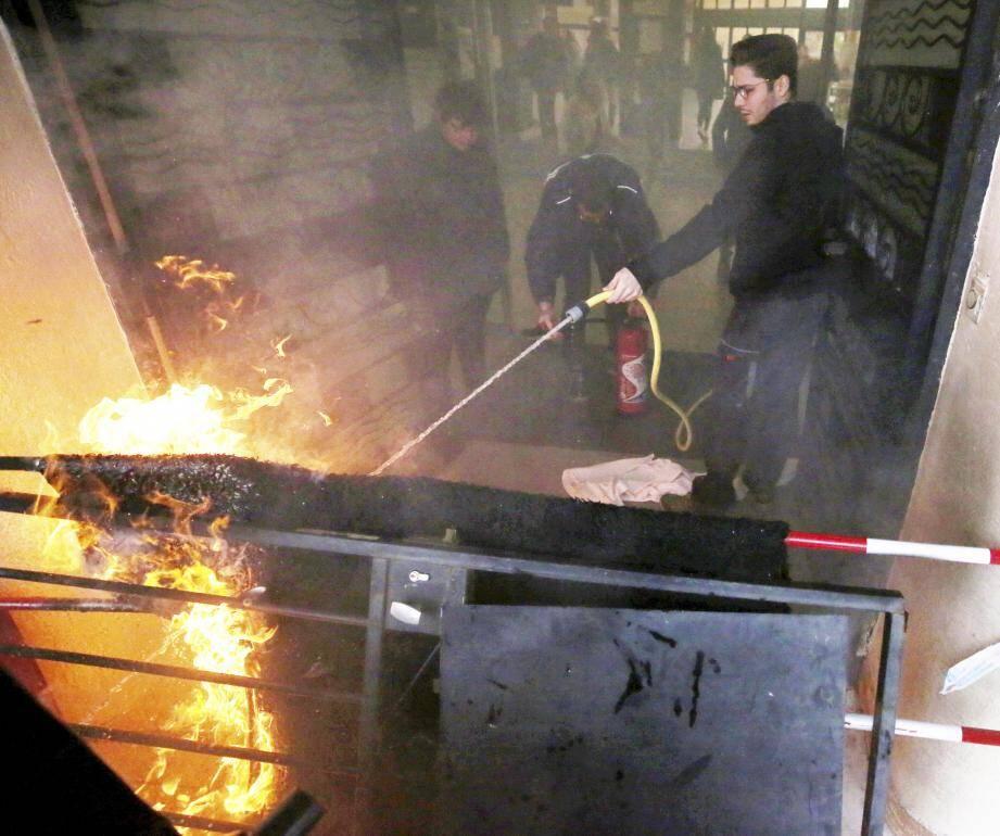 Des échauffourées ont été provoquées par des éléments étrangers au lycée Jean-Moulin de Draguignan.